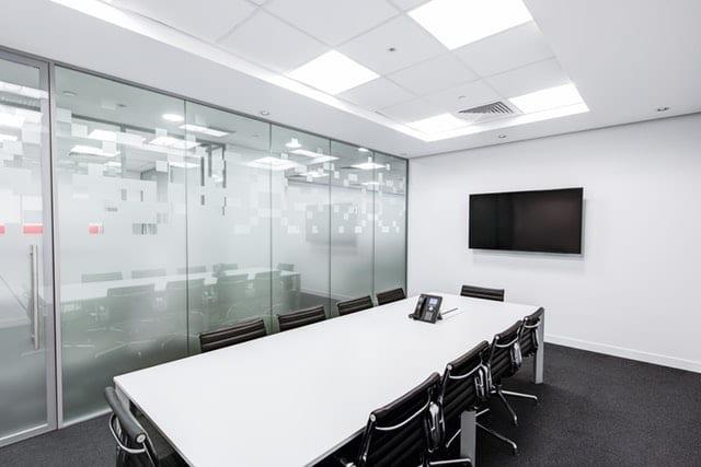 תקרה אקוסטית במשרד