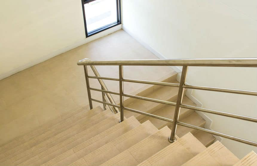 צביעת חדר מדרגות
