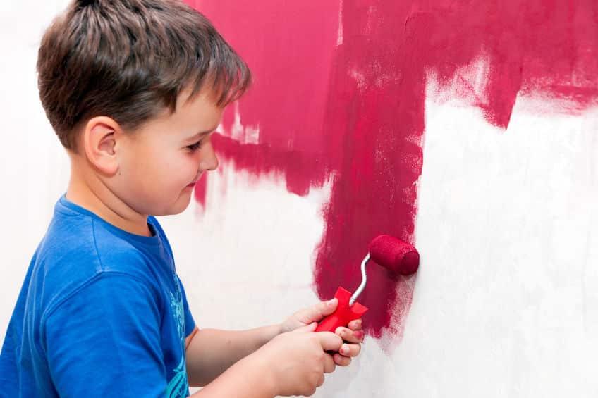צביעת דירה בצבע אדום